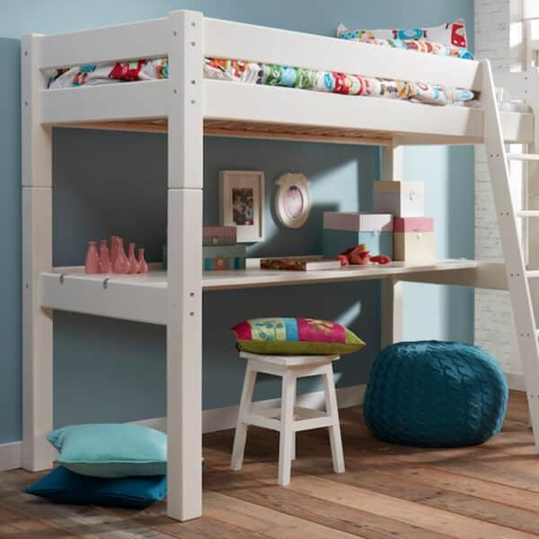 Kirjutuslaud lastetuppa - kõrgele voodile